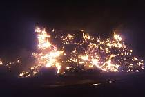 V Ostopovicích na Brněnsku hořel ve čtvrtek před půlnocí stoh.