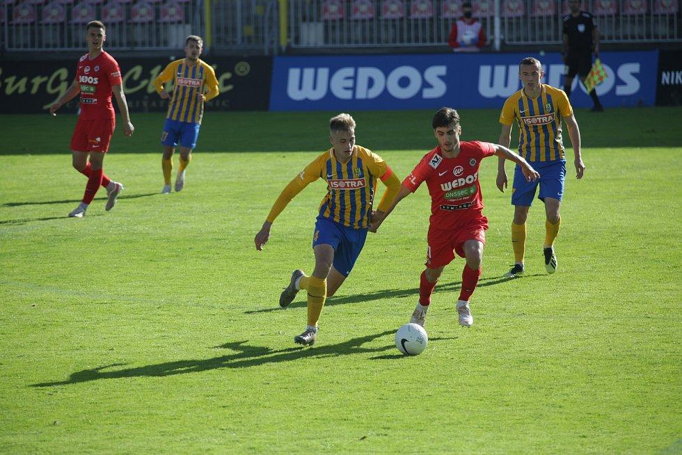 Fotbalista Ondřej Pachlopník (vpravo) z Brna při utkání s Opavou.