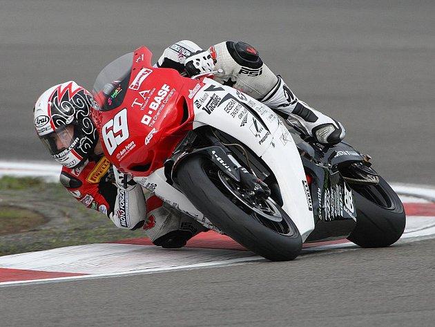Kuřimskému motocyklovému závodníkovi Ondřeji Ježkovi se zatím nedaří dojíždět do nejlepší desítky v šampionátu Superstock 1000 FIM Cupu.