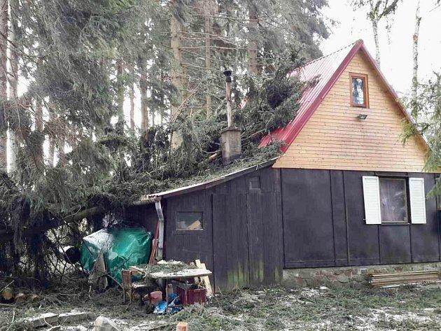 Škody po víkendovém řádění větru