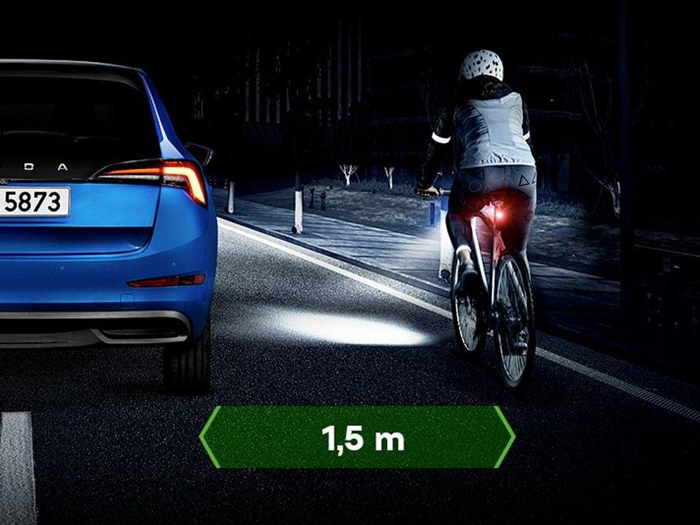 Auta by měla cyklisty předjíždět s odstupem půldruhého metru.