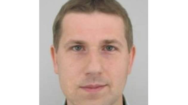 Otec rodiny Petr Bartoň je 175 – 180 centimetrů vysoký, střední postavy, má zelené oči a hnědé vlasy. Vypadá na sedmatřicet až čtyřicet let.