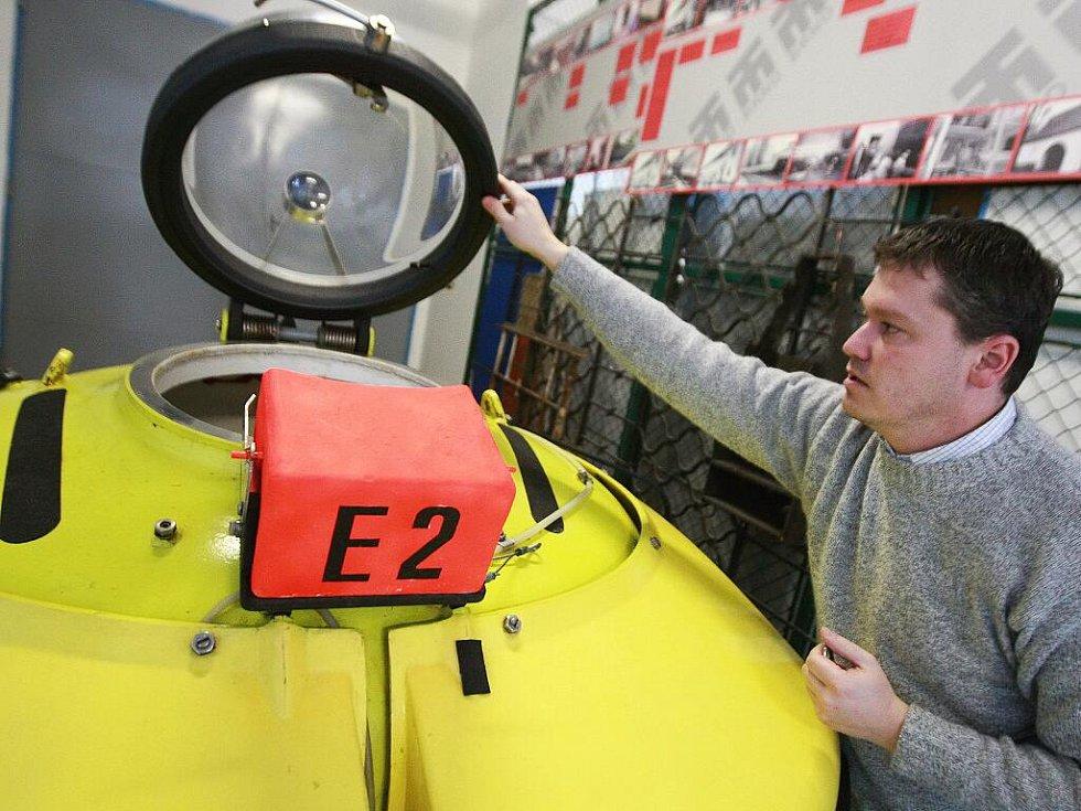 Ve čtvrtek dorazila do brněnského technického muzea nová ponorka. Podvodní výzkumné plavidlo E2 je nejmenší jednomístnou ponorkou na světě.