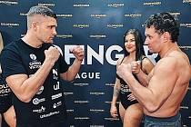 Thajboxer Tomáš Hron (vlevo).