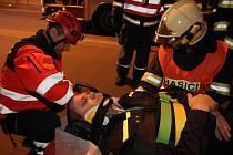 Hasiči v pátek večer trénovali zásah v nejdelším brněnském tunelu.