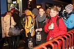 Symbol Vánoc a naděje, lucerna, která lidem svítí na cestu. Betlémské světlo je v Brně. Čtyřčlenná skupina skautů ho přivezla z Vídně, kde ho rakouští skauti předávali delegacím z celé Evropy, v sobotu večer v sedm hodin. S dvacetiminutovým zpožděním.