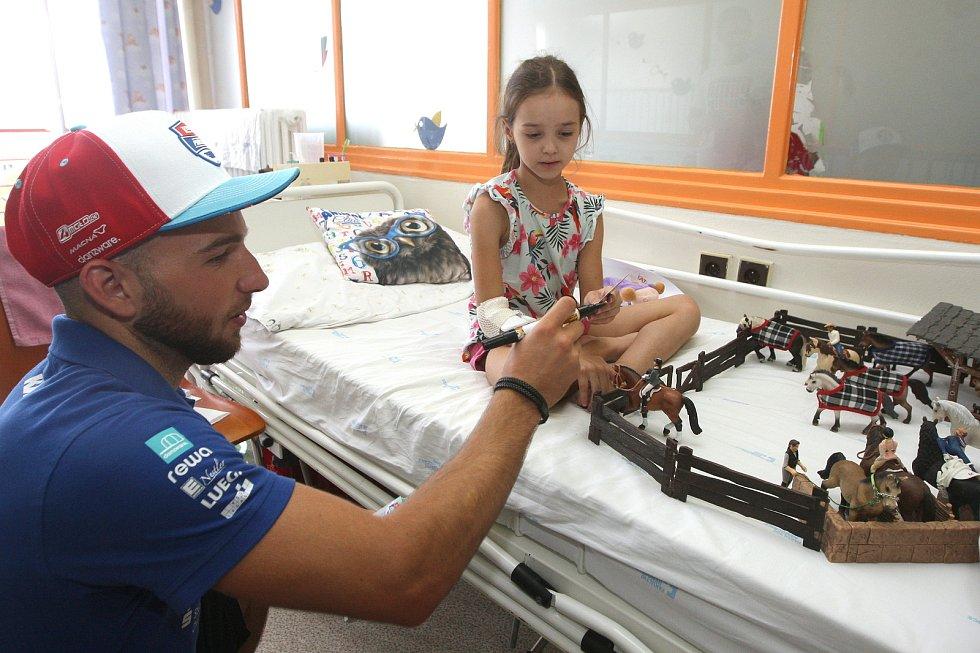 Brno 31.7.2019 - jezdci Moto GP Karel Abraham a Jakub Kornfeil navštívili malé pacienty v brněnské Dětské nemocnici.