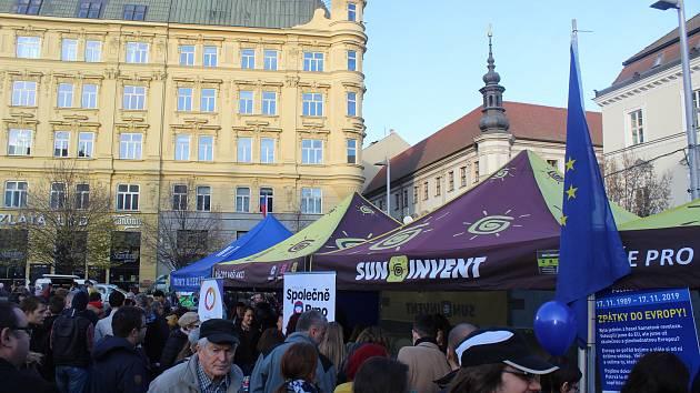 Také v Brně lidé slaví třicetileté výročí sametové revoluce