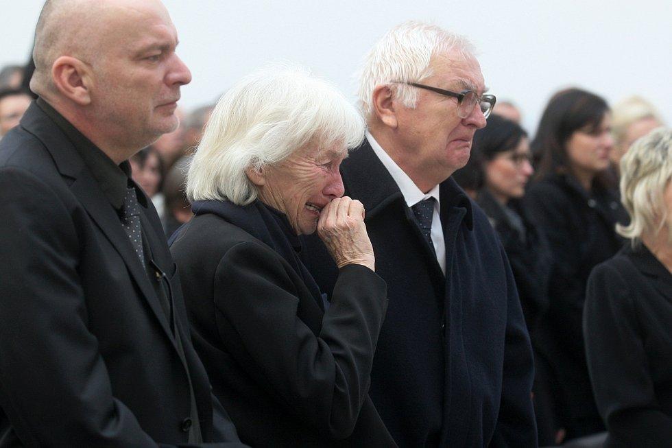 Pohřeb tenistky Jany Novotné na Ústředním hřbitově v Brně. Na snímku rodiče Jany Novotné.