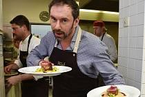 Na druhý jarní den zavítal do Brna známý kuchař, dnes i tanečník, Emanuele Ridi.
