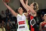 Basketbalistky brněnského Imosu (v bílém) na favorizovaný Spartak nestačily.