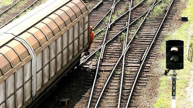 Těla v sousední koleji si všiml strojvedoucí spěšného vlaku, který na Hodonínsku projížděl kyjovskou místní části Bohuslavice. Ilustrační foto
