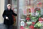 Svátek zamilovaných už u místních obchodníků pevně zakořenil, přináší jim oživení tržeb po lednovém útlumu.