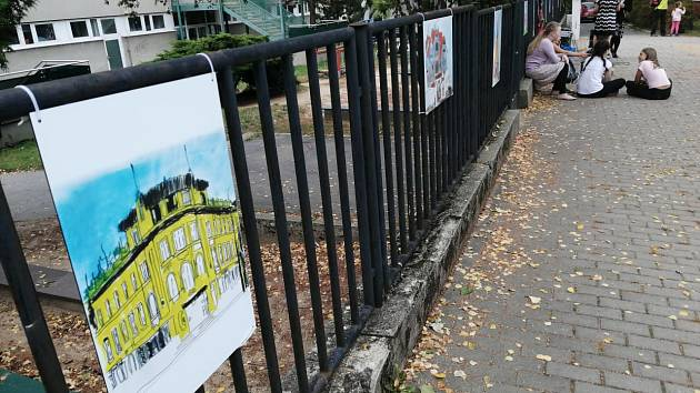 Výstava prezentuje historii a architekturu Žabovřesk, navíc viděnou očima dětí, které tu žijí a chodí do školy.