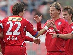 Jan Trousil Brno hlavou dává první gól Brna-vpravo Marek Heinz Brno.