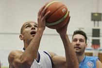 Basketbalista Michal Norwa ještě v dresu mmcité.