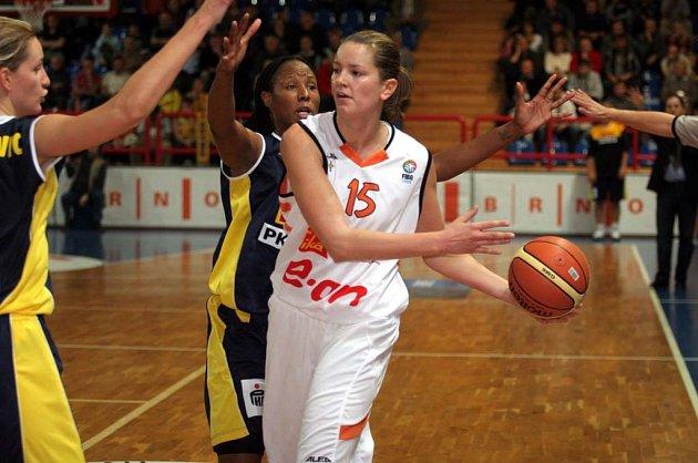 Eva Vítečková potvrdila pověst střelkyně a svůj tým podržela.