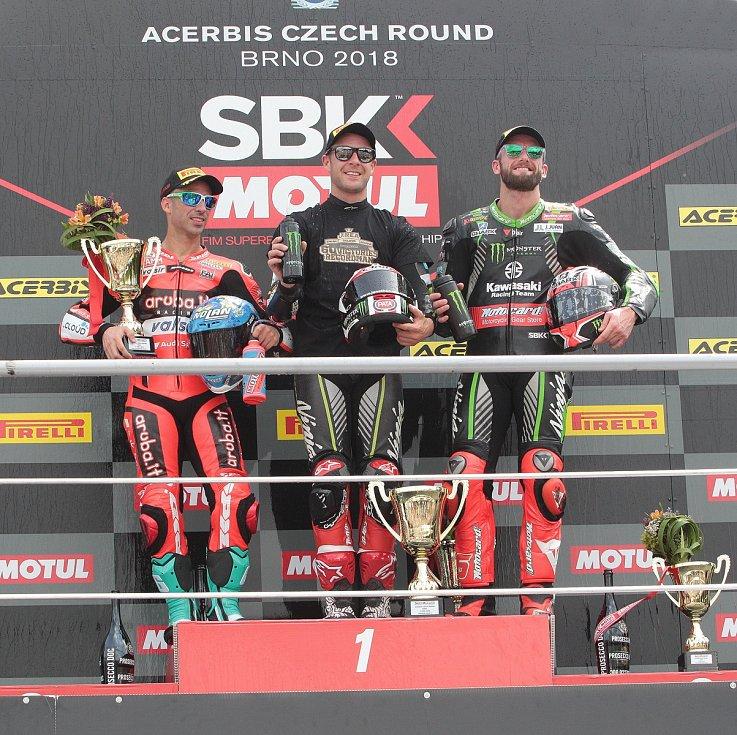 První superbikový závod startoval natřikrát. Ovládl ho suverénní jubilant Rea. Na snímku zleva Melandri, Rea a Sykes.
