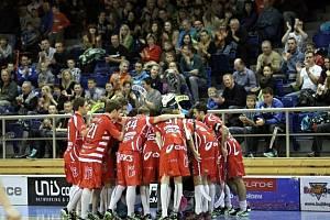 Florbalisté Bulldogs Brno v utkání s Tatranem Střešovice. Buldoci vedou 2:1.