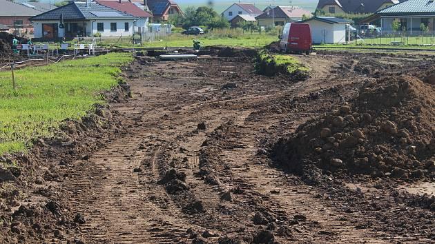 První etapa opravy poškozeného potrubí Vírského oblastního vodovodu u Drásova na Brněnsku.