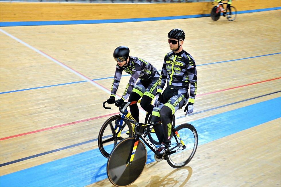 Dráhoví cyklisté brněnské Dukly (David Pagáč a Martin Čechman) strávili další dva týdny na soustředění v Bulharsku.