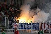 Při utkání mezi FK Jablonec 97 a 1.FC Brno došlo v sektoru pro brněnské fanoušky ke škodám na zařízení.Vzduchem létaly sedačky hořely ohně a ostraha společně s policií musela zasáhnout hasicími přístroji i plynem.