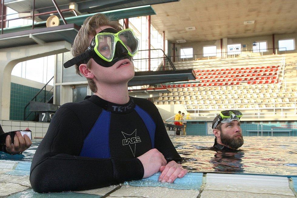 Redaktorka Deníku Rovnost Věra Sychrová si zkusila kurz freedivingu, tedy potápění na jeden nádech bez výstroje.