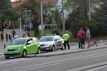 Srážka auta a cyklisty na křižovatce ulic Koliště a Milady Horákové v Brně.
