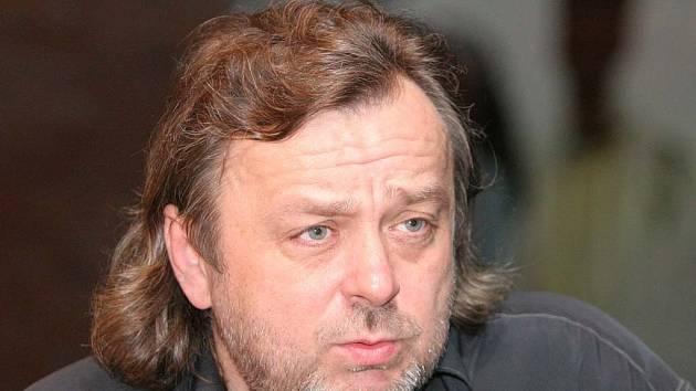Kytarový mág Michal Pavlíček vystoupí ve čtvrtek 17. května v brněnském Semilassu.