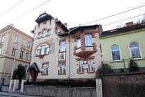 Architekt Alois Ludwig jako první odmítl historizující tradici tvorby a stvořil jedinečný rodinný dům. Díky současným majitelům je vila po letech strádání opět důstojným zástupcem brněnských architektonických skvostů.