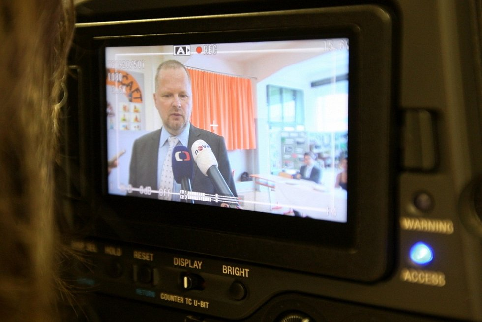 Občanský demokrat Petr Fiala volil ve tři hodiny odpoledne v Brně. Ve stejný čas přišel do volební místnosti ve Slavkově u Brně na Vyškovsku předseda sociální demokracie Bohuslav Sobotka.