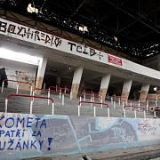 Zimní stadion za Lužánkami před demolicí v roce 2008.