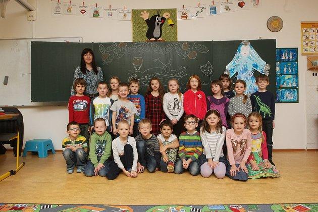 ZŠ Horníkova vBrně. Na fotografii třída 1.Astřídní učitelkou Ivanou Bartoňovou.