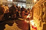 Na brněnském náměstí Svobody si lidé připomněli zapálením svíček Jana Palacha. Student se upálil přesně před půl stoletím.