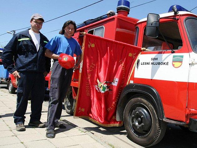 Dobrovolní hasiči z Lesní Hluboké oslavili sto let od svého založení.