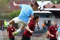 V předehrávaném 30. kole krajského přeboru prohráli fotbalisté Boskovic (modré dresy) doma se Spartou Brno 2:5.