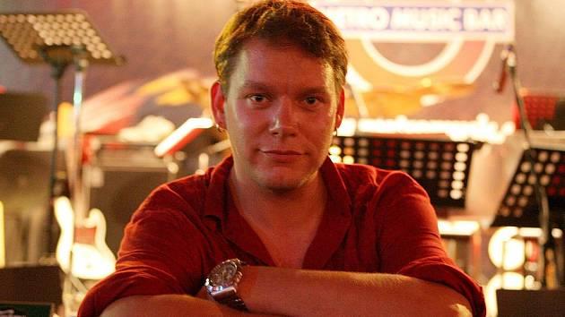 Zpěvák kapely Monkey Business Matěj Ruppert.
