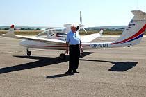 Profesor Antonín Píštěk a jeho tým pokřtili ve středu na letišti v Kunovicích experimentální letoun Marabu.