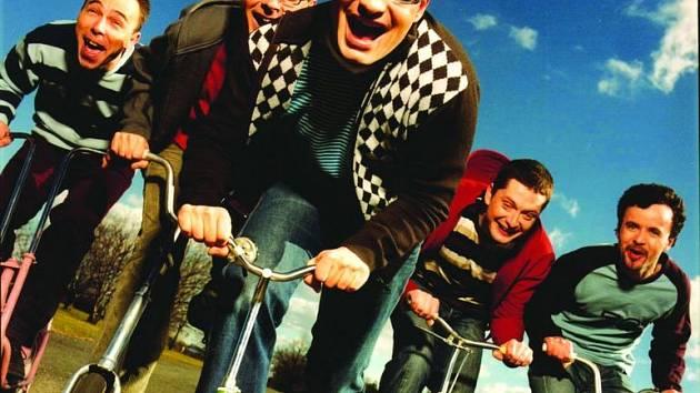 DEVĚT LET SPOLU.  Příští rok oslaví stále optimisticky naladěná kapela Mig 21 desáté výročí svého založení.