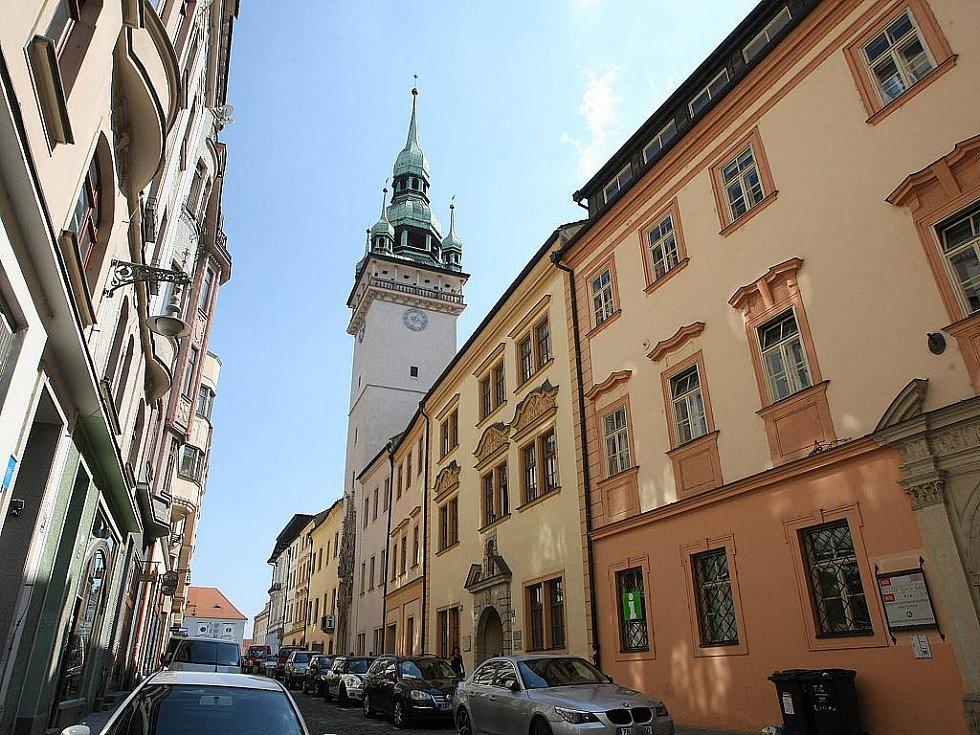 Po prázdninách začnou opravy Staré radnice v Brně za téměř třiadvacet milionů korun. Budově praskají zdi. Opravy potrvají rok.