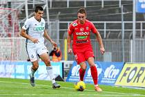 Fotbalisté Zbrojovky (v červeném Jakub Šural) odehráli poslední utkání ve FORTUNA:LIZE proti Karviné, které podlehli 0:2.