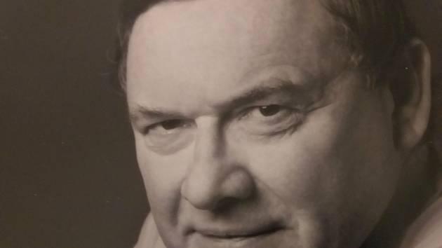 V pondělí po dlouhé nemoci zemřel barytonista Pavel Kamas.