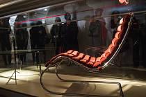 Do brněnské vily Tugendhat, která je ojedinělým funkcionalistickým dílem německého architekta Ludwiga Miese van der Rohe, se v pondělí vrátila část její historie v podobě zrestaurovaného originálního nábytku.