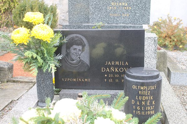 Urna olympionika Ludvíka Daňka na hřbitově vČerné Hoře.