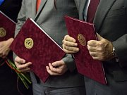 Podpisem smlouvy v pondělí definitivně potvrdili jihomoravský hejtman Michal Hašek, brněnský primátor Petr Vokřál a šéf promotérské společnosti Dorna Carmelo Ezpeleta pořádání Grand Prix České republiky v Brně, jednoho ze závodů motocyklového MS.