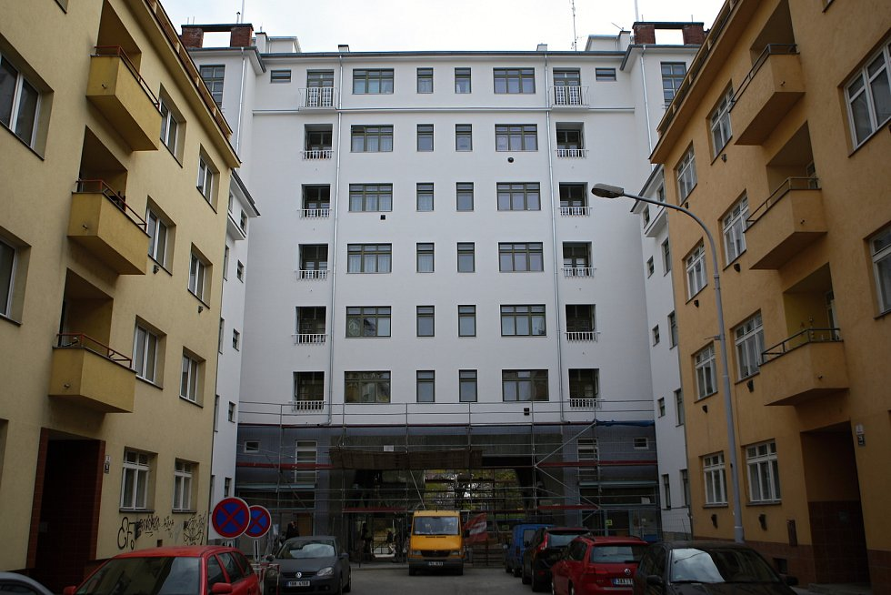 Téměř opravený dům Falkensteinerovy nadace na Moravském náměstí v Brně.