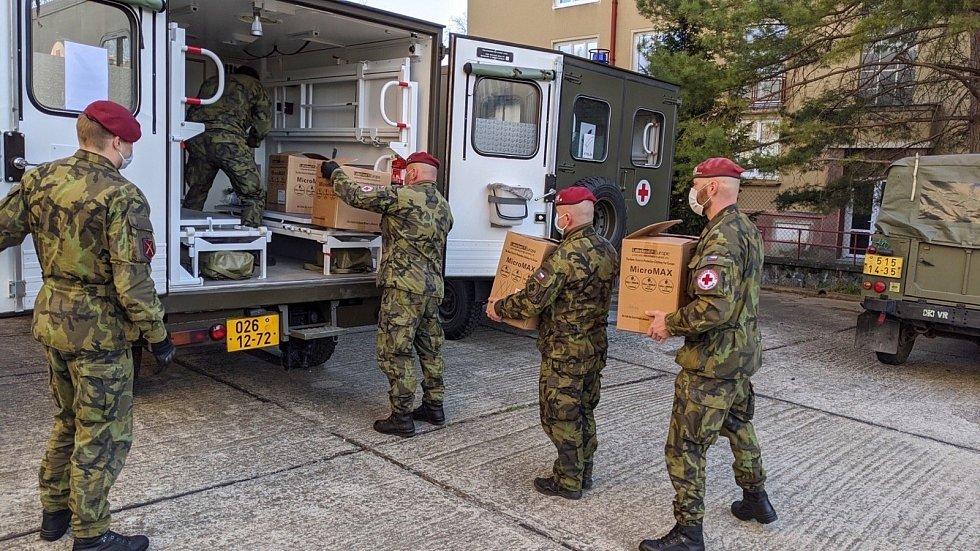 Kvůli chytré karanténě dorazilo na jižní Moravu pět armádních odběrových týmů.