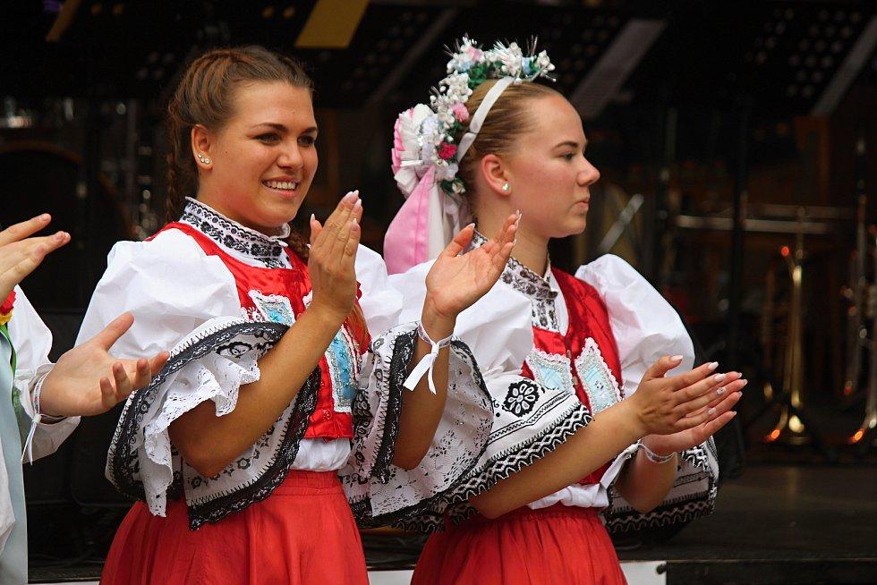 Od pátku do neděle se uskutečnily v brněnské městské části Řečkovice a Mokrá Hora Vavřinecké hody. V programu zatančili dospělí i děti besedu.