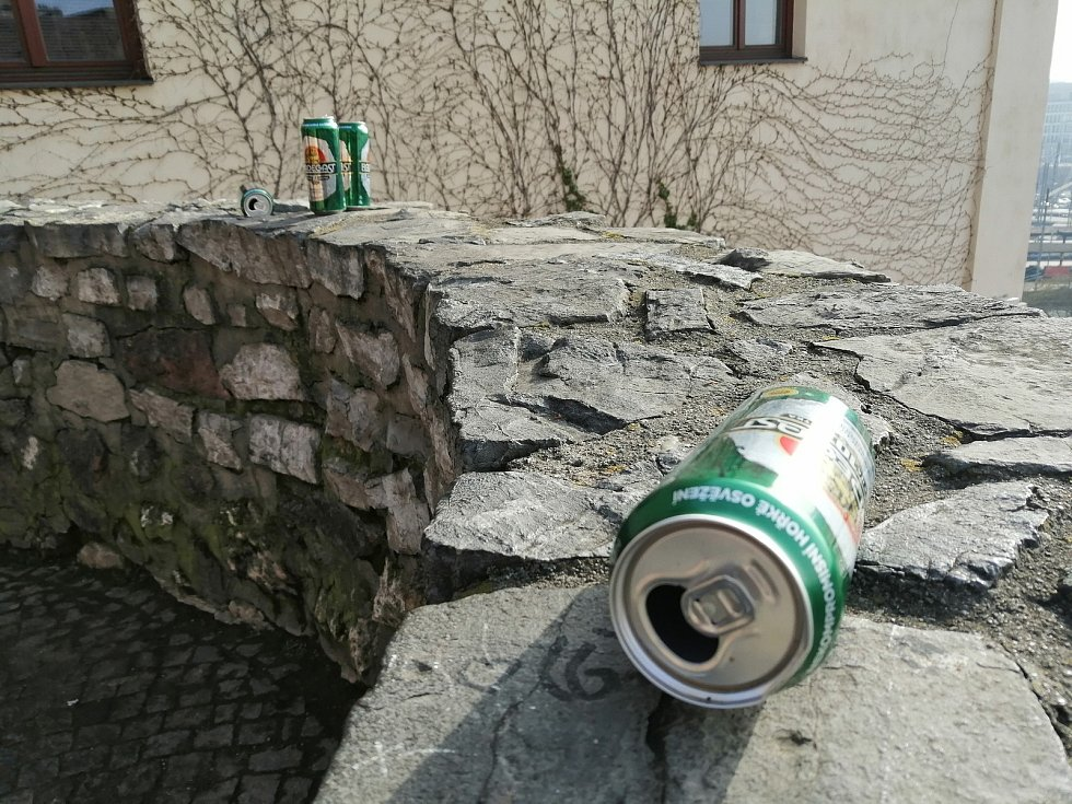 Brněnské městské hradby a Kapucínské terasy si patrně oblíbili pivaři.