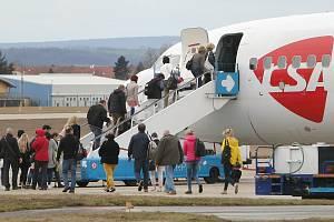 Přílet letadla z Bergama v Itálii na brněnské letiště. Ilustrační foto.